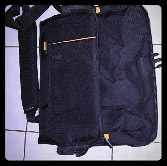 Tragus safe port laptop bag